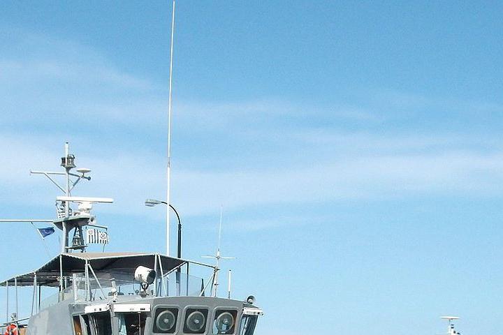 Чуждият плавателен съд е бил пресрещнат вчера на 40 мили