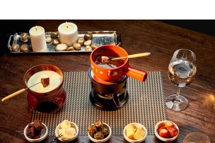 Фондю е ястие-емблема на швейцарската национална кухня. Традиционната рецепта е