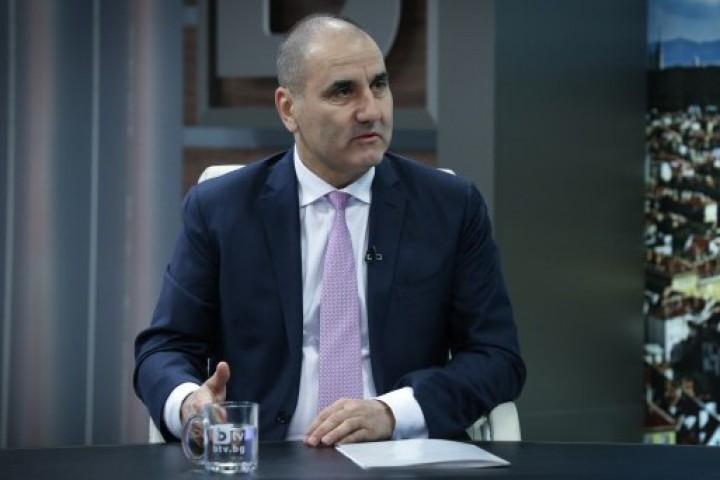 Според него, в диалога с Румен Радев, министър-председателят е показал