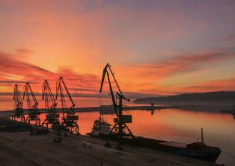 Kaloyana101 | Утро в пристанище Варна | 31 харесвания
